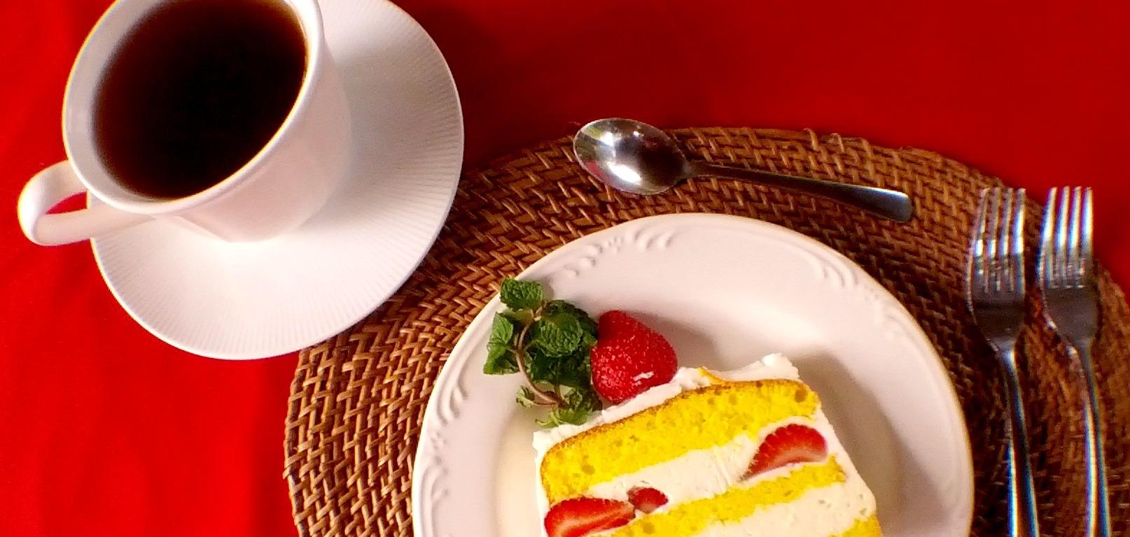 Wayan Cafe & Bakery ' s Strawberry Cheese Cake