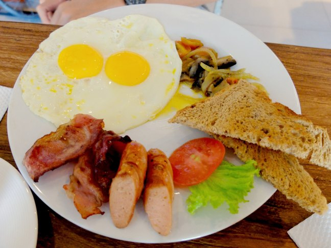 English Breakfast at Bread Basket Sanur