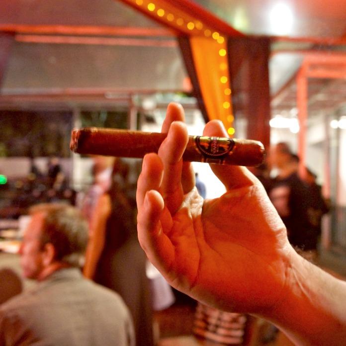 Dos Hermanos Cigar